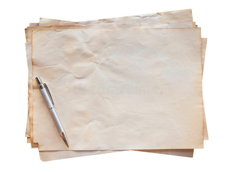 老纸和笔在隔绝 免版税库存照片