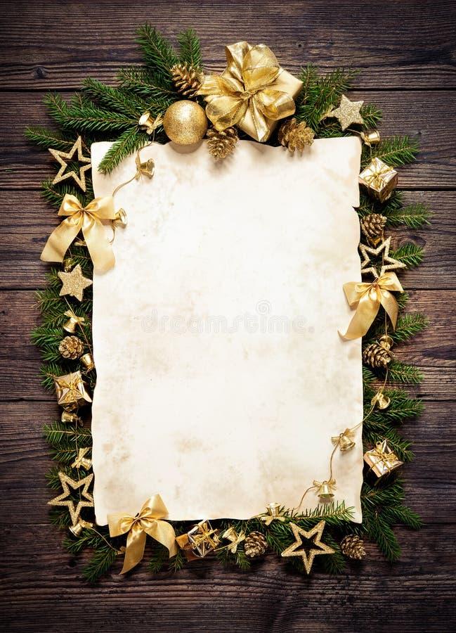 老纸毗邻与圣诞节装饰 库存照片