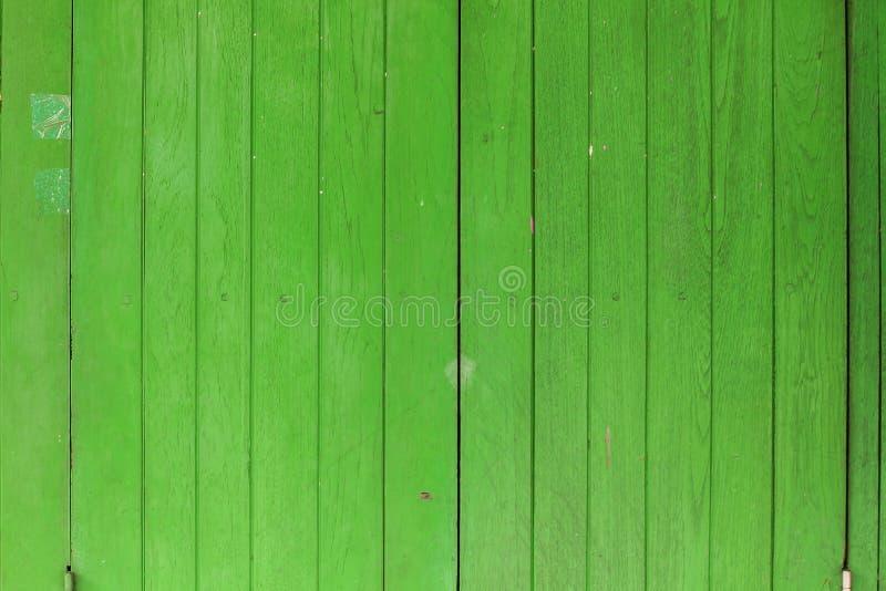 老绿色木窗口以一种经典感受 免版税图库摄影