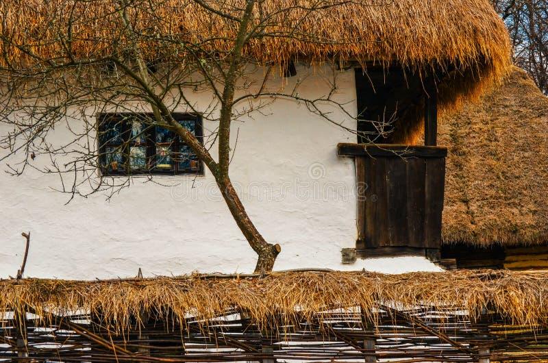 老罗马尼亚农民房子 免版税图库摄影