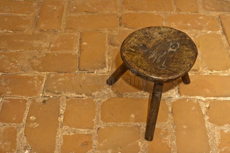 老罗马尼亚凳子传统木 库存照片