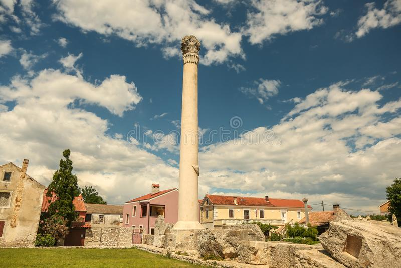 老罗马废墟在Nin,达尔马提亚,克罗地亚镇  库存图片