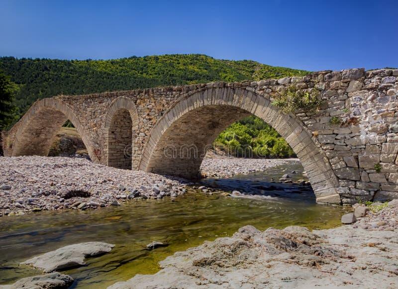 老罗马石桥梁 免版税库存图片