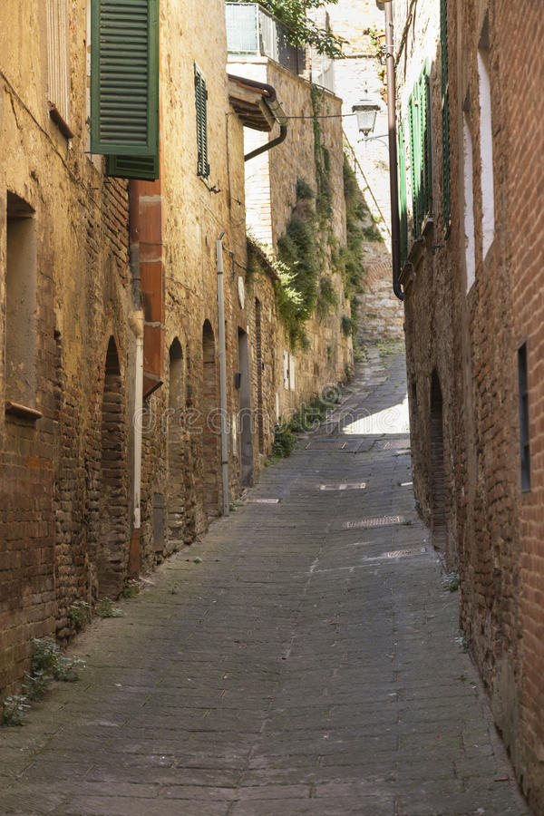 老美丽的城市在托斯卡纳,意大利 免版税库存图片
