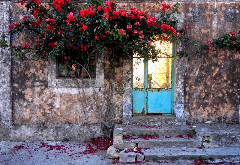 老美丽的corfu入口希腊房子 免版税库存照片