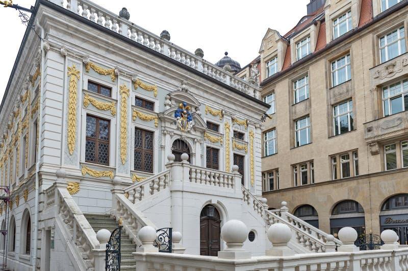 老联交所的历史的巴洛克式的样式大厦在Naschmarkt广场的在莱比锡,德国 库存照片