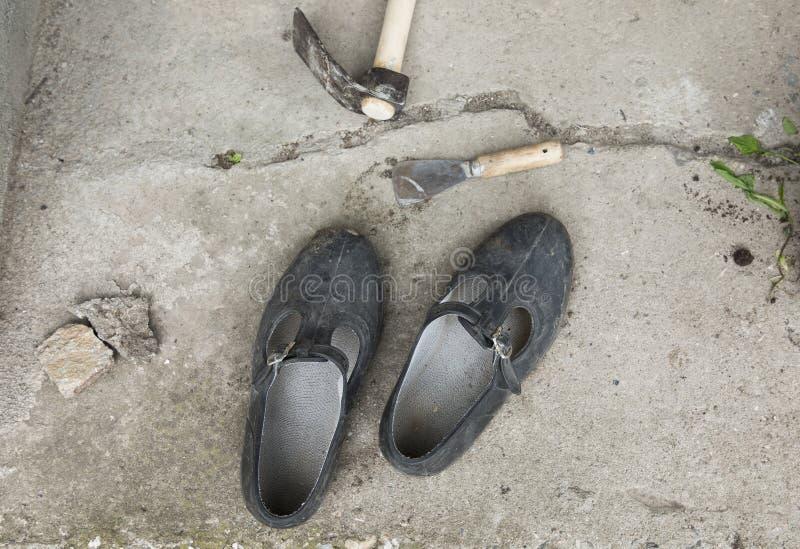 老肮脏的橡胶绞架 免版税库存图片