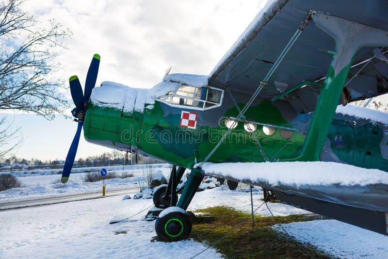 老航空器在冬天 免版税库存图片