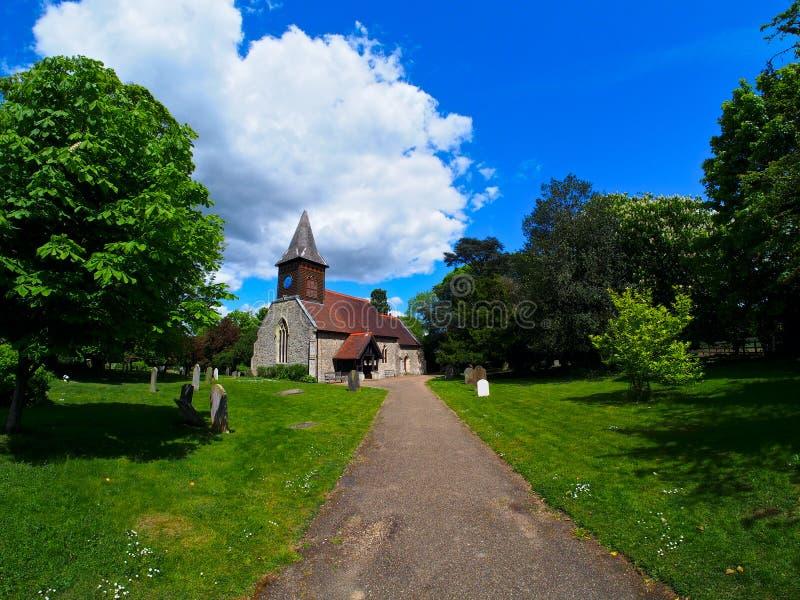 老英国村庄教会 免版税库存图片
