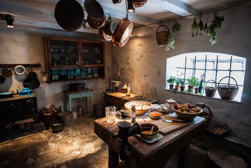 老葡萄酒厨房 库存图片