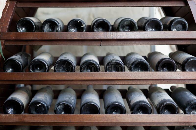 老葡萄酒库 库存照片