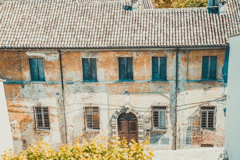 老葡萄酒房子在Santarcangelo意大利 库存照片