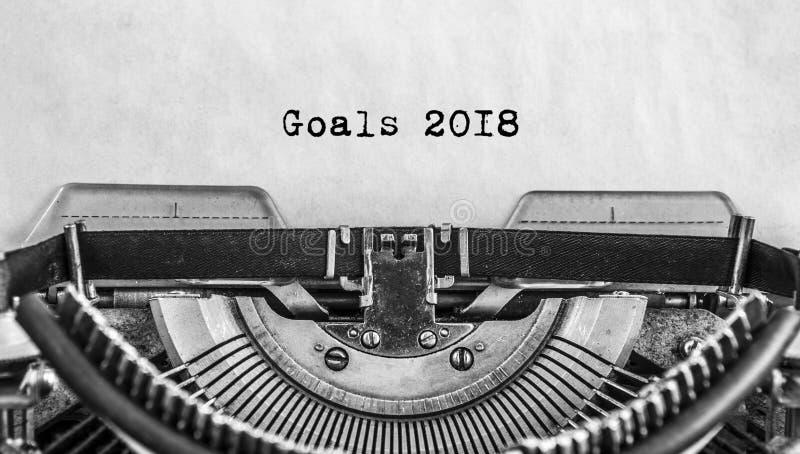 老葡萄酒打字机与一个新年 库存图片
