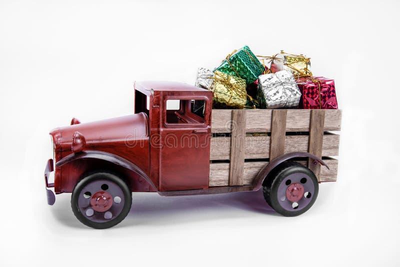 老葡萄酒玩具卡车 免版税库存图片