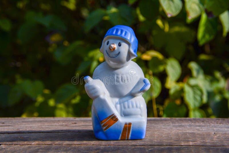 老葡萄酒瓷苏联小雕象-曲棍球运动员 库存照片