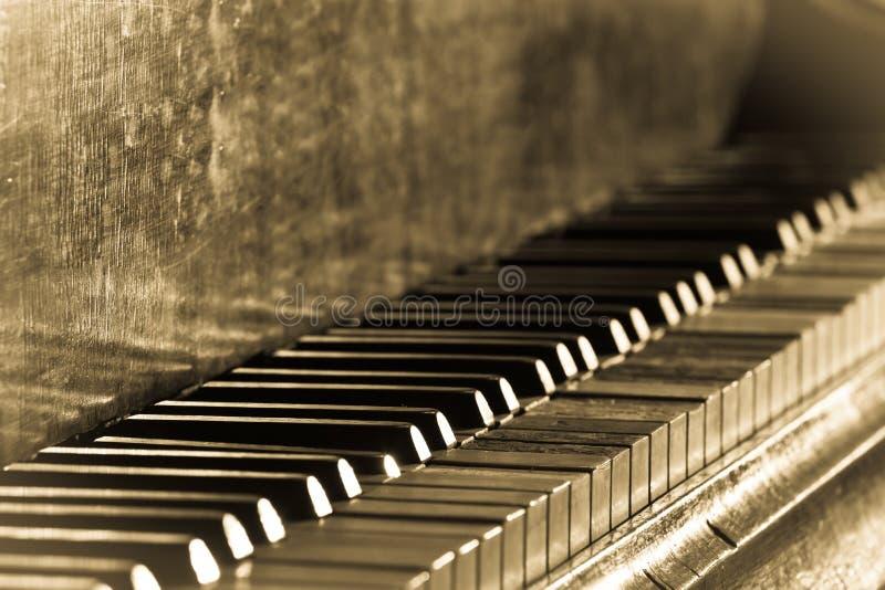 老葡萄酒钢琴 免版税库存照片
