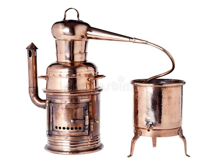 老葡萄酒铜蒸馏器 免版税库存图片