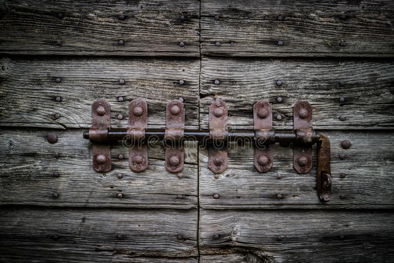 老葡萄酒deadbolt 有用为锁概念 图库摄影