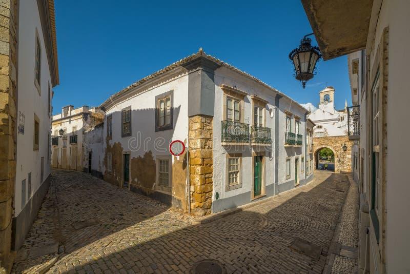 老街市法鲁-阿尔加威-葡萄牙的街道视图 图库摄影
