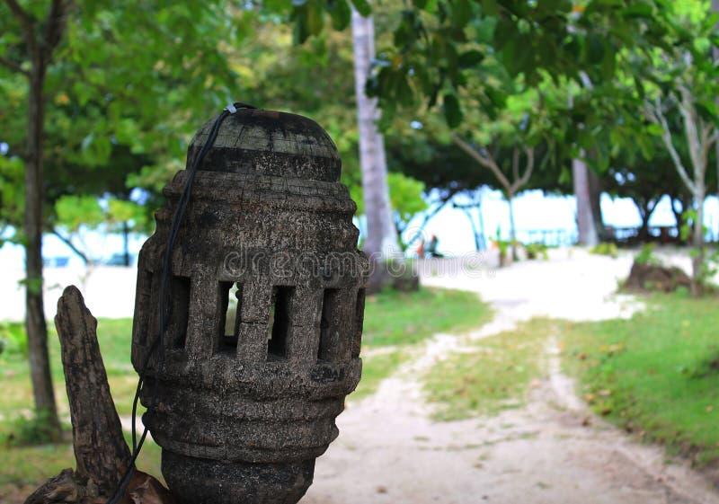 老街灯由木头制成 图库摄影