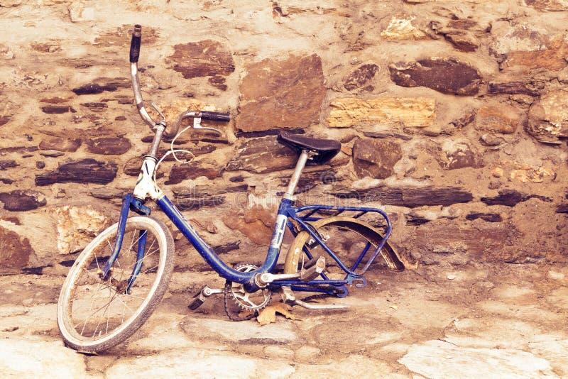 老被中断的自行车 免版税库存照片