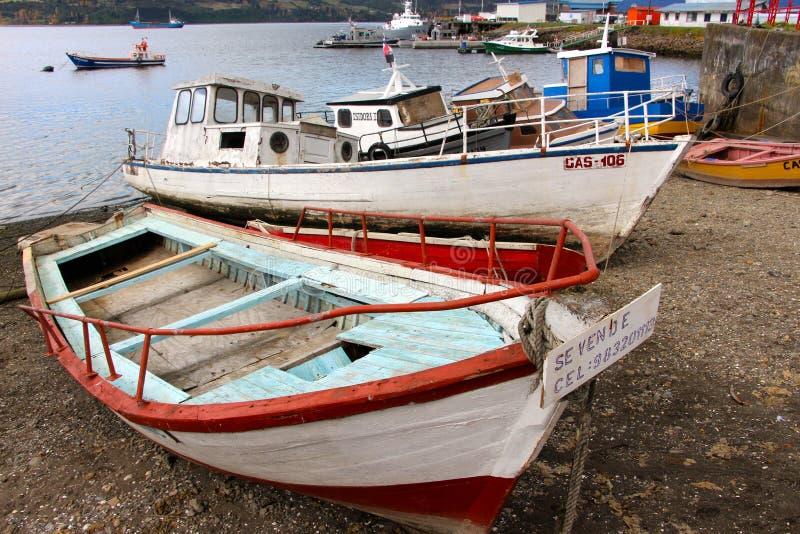 老被佩带的渔船在卡斯特罗智利 库存图片