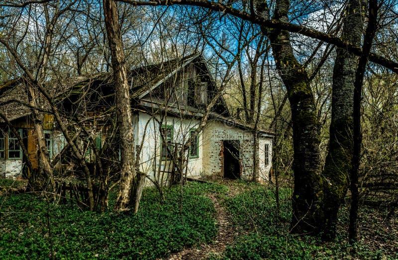 老被放弃的乡间别墅在禁区 切尔诺贝利核事故的后果 免版税库存图片