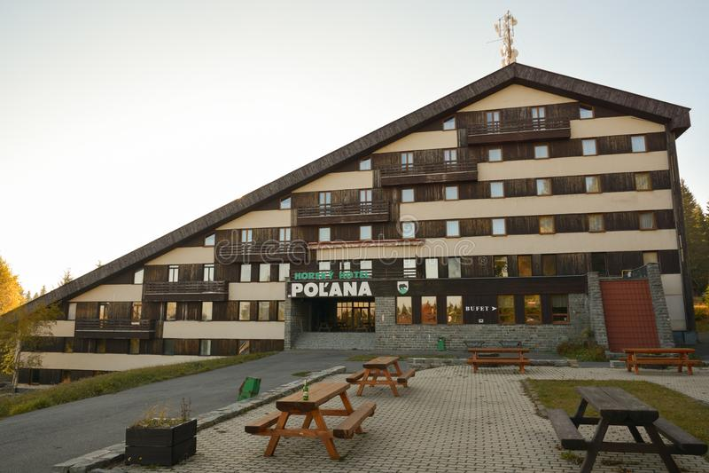 老被放弃的山旅馆在波拉纳山 免版税库存照片
