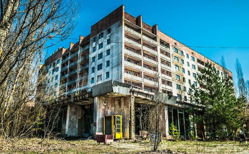 老被放弃的房子在Pripyat,乌克兰鬼城  一次核爆炸的后果在切尔诺贝利核能计划的 库存照片