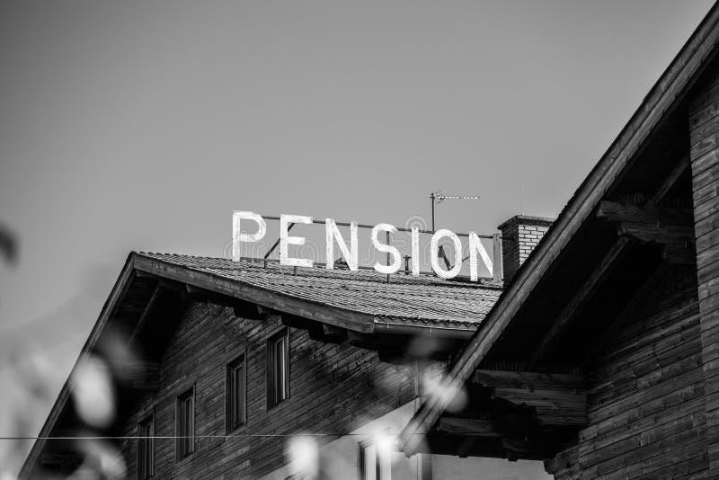 老被放弃的旅馆在奥地利/德国 免版税库存照片