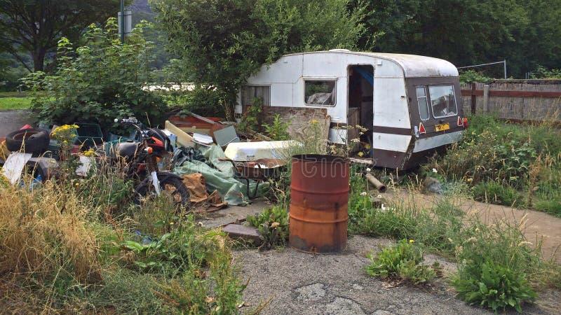老被放弃的有蓬卡车 库存照片
