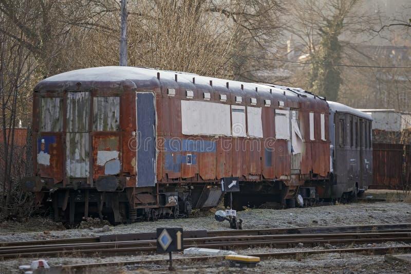 老被放弃的火车,贫民窟 库存图片