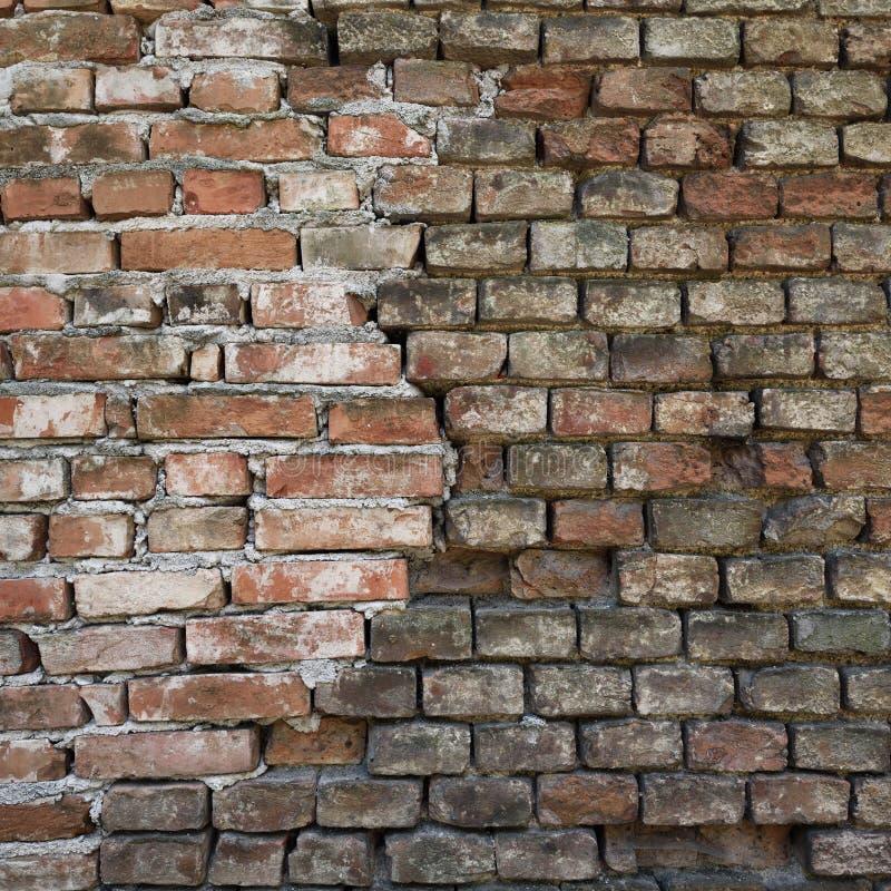 老被放弃的砖墙纹理 免版税库存照片