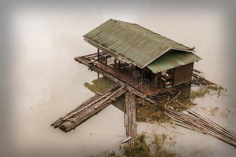 老被毁坏的居住船 免版税库存照片