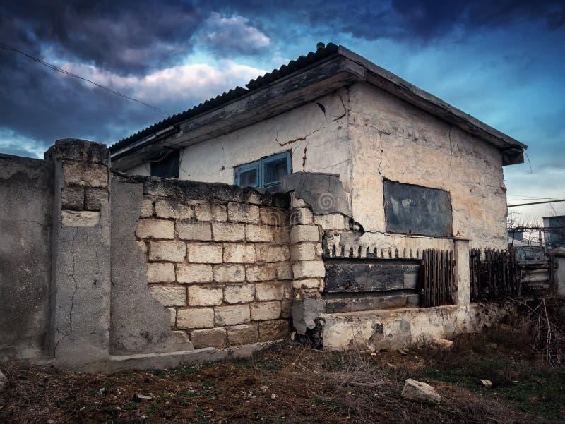 老被毁坏的房子 免版税库存照片