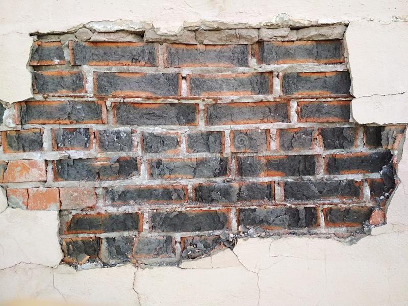 老被毁坏的水泥膏药砖墙构造都市背景 免版税库存图片