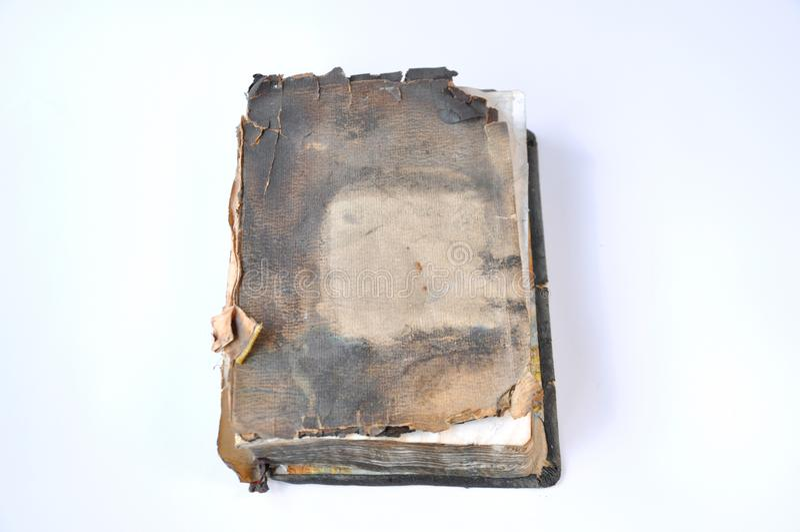 老被烧的圣经书 库存照片