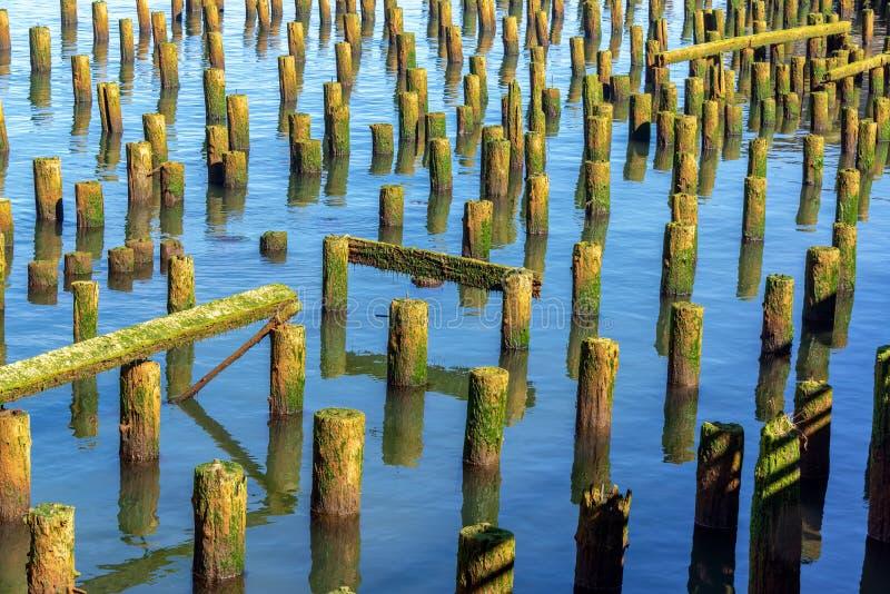 老被破坏的码头视图 免版税库存照片
