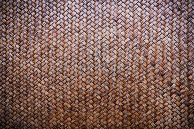 老被编织的竹席子背景纹理样式 免版税库存照片