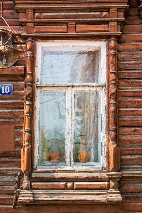 老被雕刻的窗口 库存照片