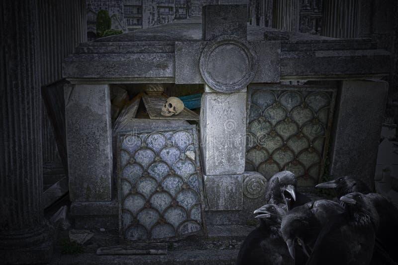 老被破坏的坟茔 免版税库存照片