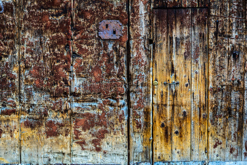 老被绘的木门 库存照片