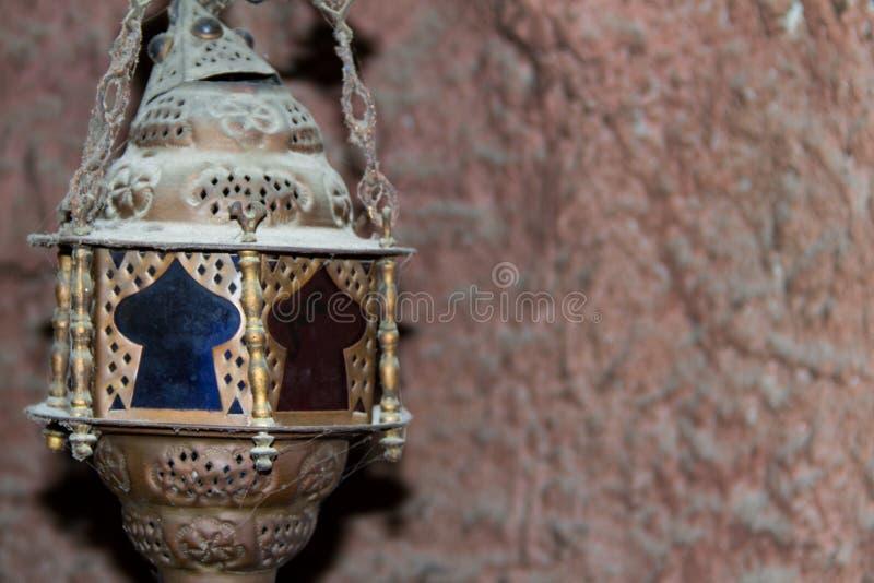 老装饰木桶匠阿拉伯灯笼 免版税库存照片
