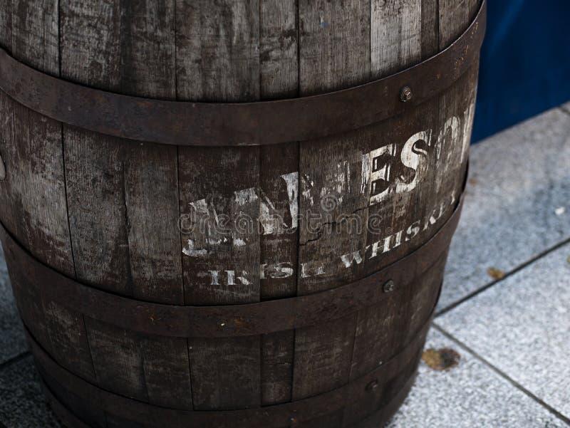 老詹姆森爱尔兰威士忌酒桶在都伯林,爱尔兰 图库摄影