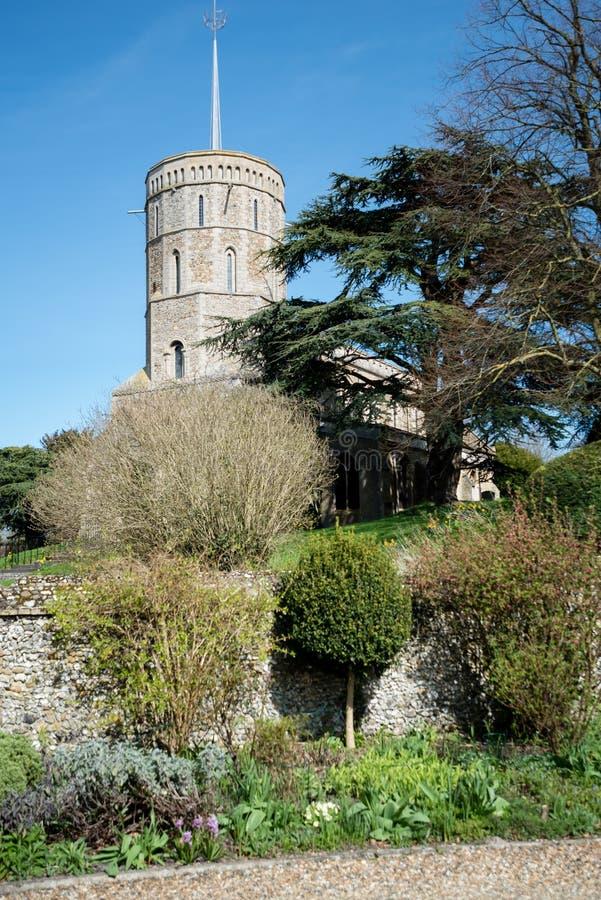 老诺曼底教会在英国村庄 免版税库存照片