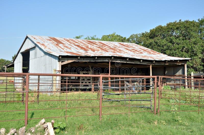 老谷仓。 免版税库存照片
