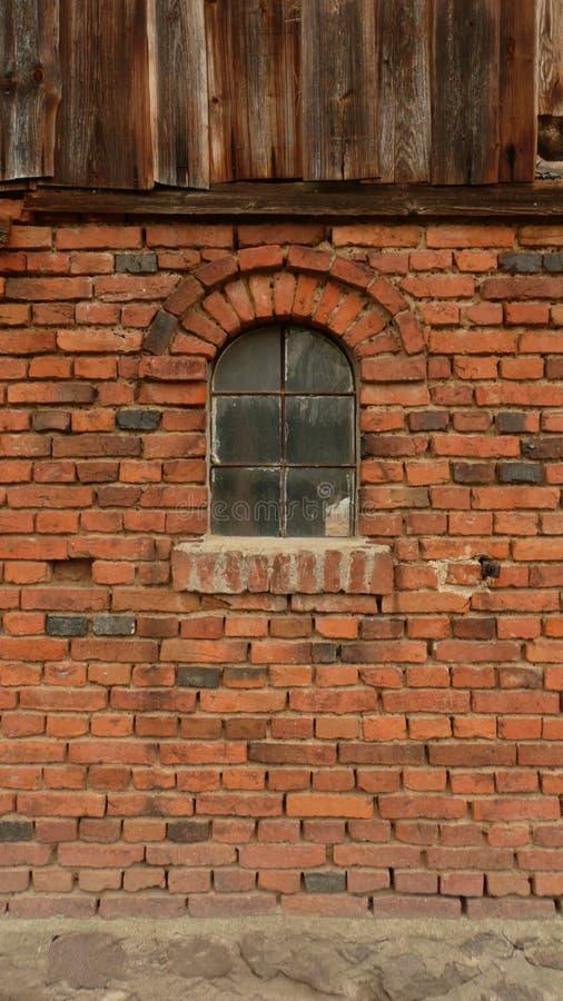 老谷仓在波兰村庄 库存照片