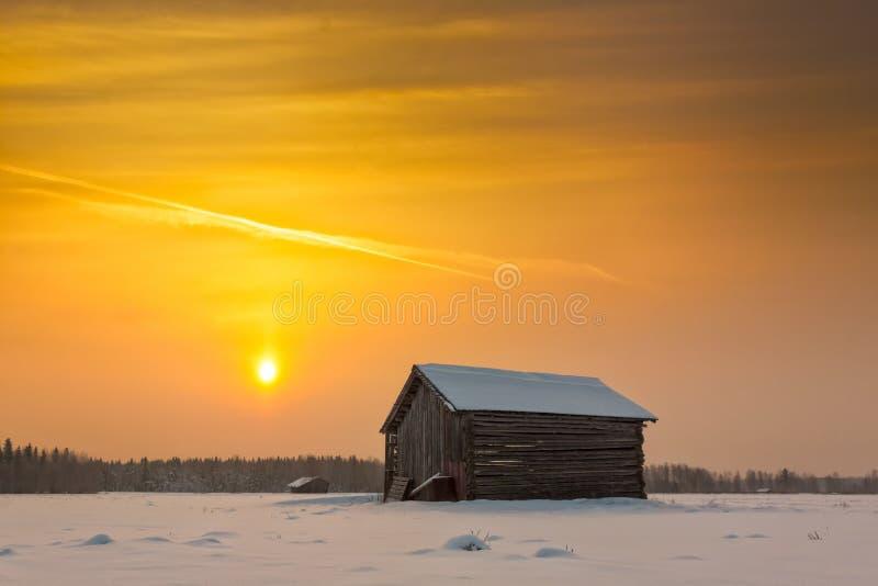 老谷仓议院在一个冬天早晨 免版税库存照片