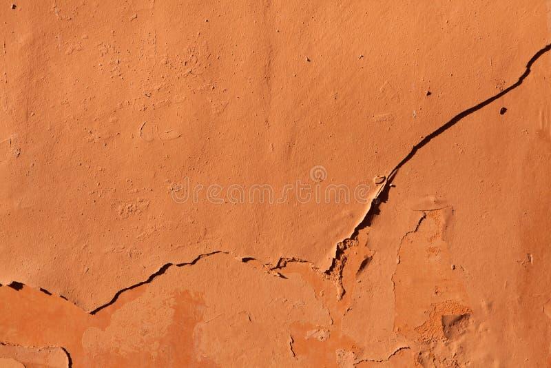 老赤土陶器绘了有切削的油漆的灰泥墙壁 Backgroun 库存图片