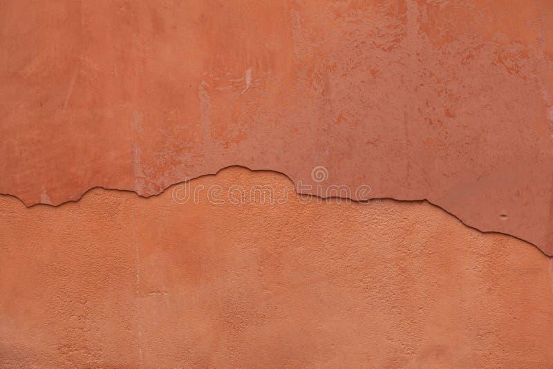 老赤土陶器绘了有破裂的膏药的灰泥墙壁 Backgro 库存图片